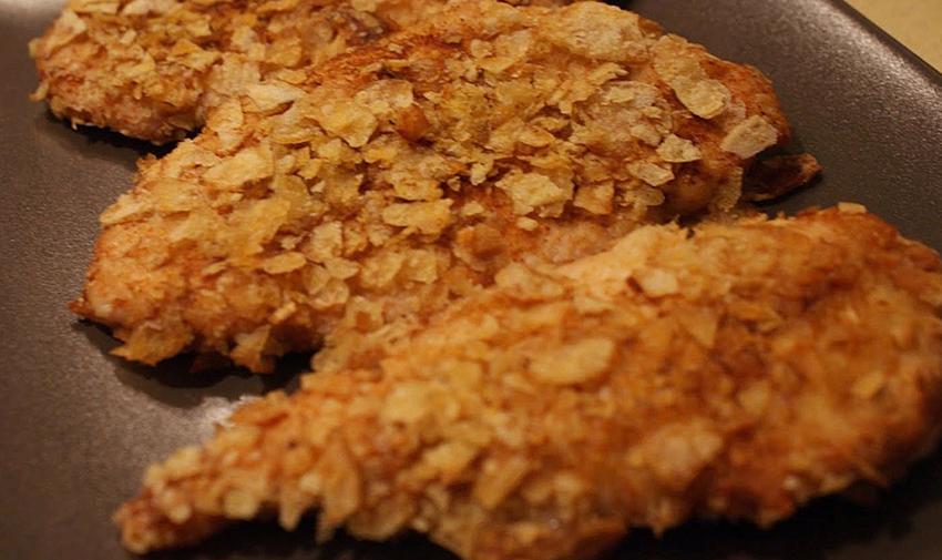petto di pollo con patatine sbriciolate