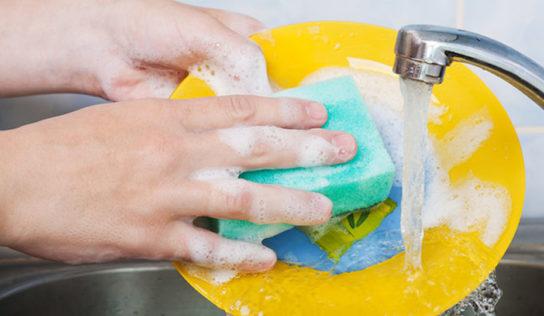 Lavare i piatti, evitando gli errori più comuni