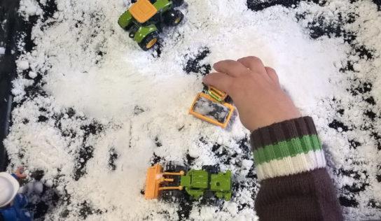 Come fare felici i bambini creando la neve finta