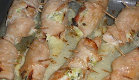 Involtini di pollo con Philadelphia, prosciutto cotto e zucchine.