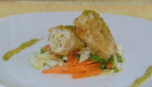 Involtini di carne con pistacchio, filadelphia e speck