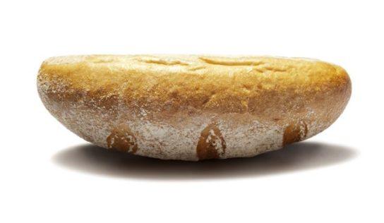 Pane capovolto a tavola, motivi per cui sapete la tradizione lo vieta.