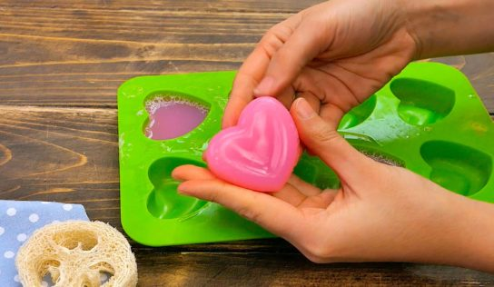 Fare il sapone in casa con i bambini.