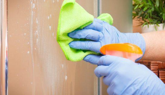 Come pulire i vetri della doccia in modo efficace e veloce.