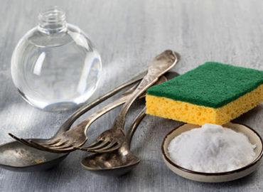 Come pulire l'argenteria e altri materiali, con rimedi naturali.