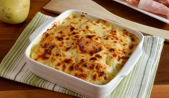 Parmigiana di patate e prosciutto cotto, leggera e senza besciamella.
