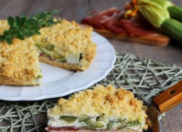 Sbriciolata salata: con stracchino, zucchine e speck
