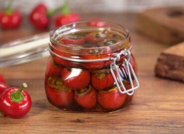 Peperoncini tondi imbottiti sott'olio, ricetta calabrese