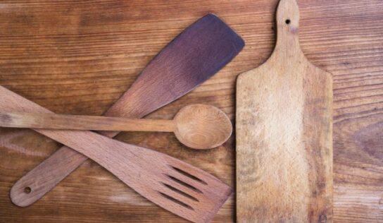 Come pulire, disinfettare e smacchiare i mestoli di legno.