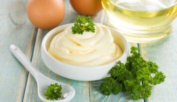 Come fare la maionese in casa, in modo semplice e veloce e come recuperare la maionese impazzita