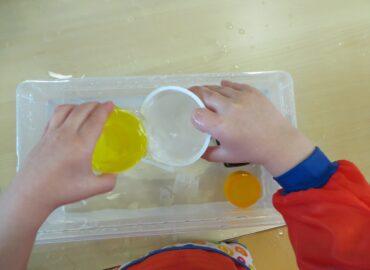 L'importanza del gioco dei travasi con l'acqua.