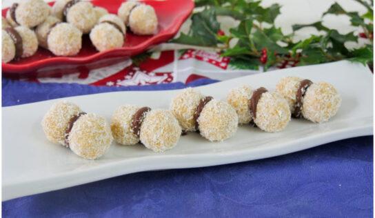 Baci di pandoro alla Nutella, dolcetti golosi ed utile per riciclare il pandoro avanzato