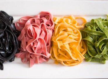 Pasta all'uovo colorata con verdure, da preparare facilmente in casa