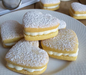 San Valentino: biscotto cuore paradiso, con ripieno cremoso panna e mascarpone