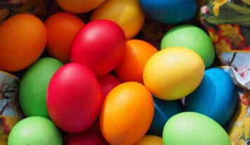 Come svuotare e decorare gusci d'uovo per Pasqua, in modo semplice e veloce