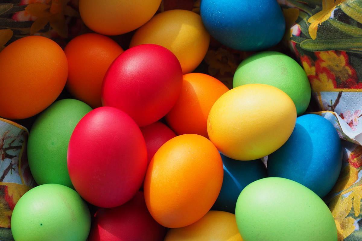 svuotare e decorare gusci uovo