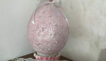 Come realizzare un bellissimo uovo di Pasqua in cartapesta.