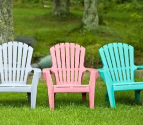 Come pulire e sbiancare le sedie e i mobili da giardino per  farli tornare nuovi e splendenti.