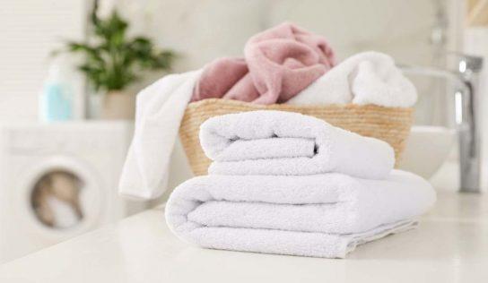 Come eliminare il cattivo odore degli asciugamani, con rimedi naturali.