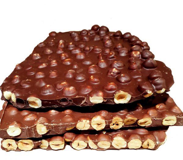 Nocciole al cioccolato, dolce goloso e semplice; utile a riciclare il cioccolato che avanza in dispensa