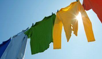 Come ravvivare i colori dei capi d'abbigliamento utilizzando pepe nero, limone, the ecc…