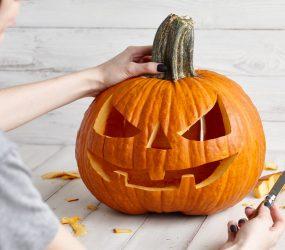 Halloween: come intagliare le zucche ( Jack-o'-lantern ) con i bambini.