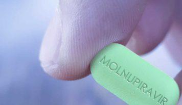 Coovid-19: il farmaco Molnupiravir dimezza il rischio di ospedalizzazione e morte per il Covid.